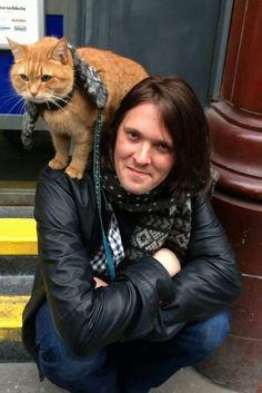 épinglé par ❃❀CM❁✿⊱James Bowen n Street Cat Bob ♡ Crazy Cat Lady, Crazy Cats, I Love Cats, Cool Cats, A Cat Named Bob, Bobcat Pictures, Street Cat Bob, Animal Gato, Orange Tabby Cats