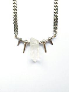 Statementkette mit integriertem Kristall.Das robuste Material der silbernen Kette ist rhodiniertes Metall.Länge: 45cm