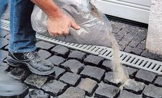 Kopfsteinpflaster verfugen: Kunstharz-Fugenmörtel