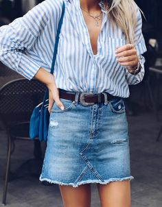 how to style a denim jacket blue bag stripped shirt