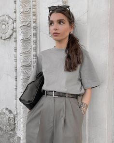 Work wear grey outfit luvtolook curating fashion and style krmz elbise kombinleri 2020 Vintage Outfits, Retro Outfits, Mode Outfits, Classy Outfits, Stylish Outfits, Fashion Outfits, Office Outfits, Look Retro, Retro Chic
