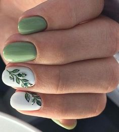 20 Gorgeous But Easy Nail Art Designs You Can't Afford To Miss Nice green leaves nail art Green Nail Art, White Nail Art, Green Nails, White Nails, Nail Design Spring, Spring Nail Art, Spring Nails, Summer Nails, Flower Nail Designs