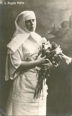 Queen Mary of Romania as a Nurse in WWI Gabriel, Romanian Royal Family, Reine Victoria, The War Zone, Classroom Images, Princess Alexandra, Princess Victoria, Queen Victoria, Queen Mary