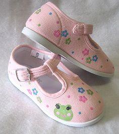 Girls Frog Shoes Baby and Toddler Hand by boygirlboygirldesign, $30.00