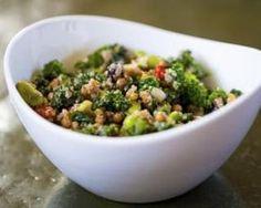 Salade protéinée au quinoa : http://www.fourchette-et-bikini.fr/recettes/recettes-minceur/salade-proteinee-au-quinoa.html