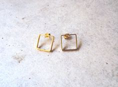 Square small stud earrings in goldplated bronze