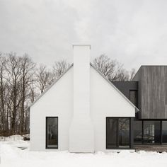 Montreal studio Thomas Balaban Architect has turned a gabled farmhouse in Quebec's Eastern Townships completely white, and then contrasted it with an extension covered in weathered cedar cladding. Residential Architecture, Modern Architecture, Black Window Frames, Cedar Cladding, Of Montreal, Wooden Cabins, White Farmhouse, Wooden Stairs, Old Barns