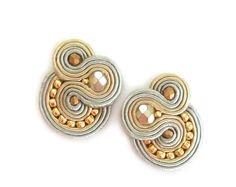 Soutache earrings - Clip on earrings - Post earrings - Neutral earrings - Beaded earrings - Christmas gift - Boucles d'oreilles - Gold grey Neutral Earrings, Black Earrings, Clip On Earrings, Stud Earrings, Soutache Jewelry, Beaded Earrings, Shibori, Handmade Jewelry, Unique Jewelry