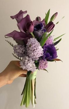 70 Ideas Flowers Purple Garden Wedding Bouquets For 2019 Small Flower Bouquet, Lily Bouquet, Small Flowers, Purple Flowers, Beautiful Flowers, Purple Bouquets, Arte Floral, Deco Floral, Floral Design