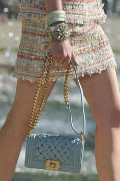 El Boy Bag de Chanel en el color de la primavera! #customandchic