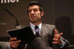 Figo propone en Wembley un Mundial de 40 o 48 selecciones. El exfutbolista portugués Luis Figopresentó hoy de manera oficial su candidatura para la presidencia de la FIFA en Wembley, donde - See more at: http://multienlaces.com/figo-propone-en-wembley-un-mundial-de-40-o-48-selecciones/#sthash.KqGzmpxG.dpuf