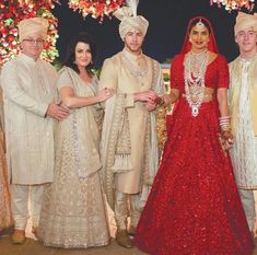 We're in a Dreamland Seeing Priyanka & Nick at their Hindu Ceremony Bollywood Celebrities, Bollywood Fashion, Celebrities Fashion, South Indian Bride, Indian Bridal, Hindu Wedding Photos, Wedding Dress Chiffon, Wedding Dresses, Priyanka Chopra Wedding