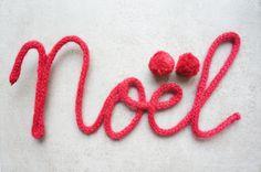 """Noël"" en tricotin- 4 lettres : Décorations murales par jolis-reves Handmade Christmas, Christmas Crafts, Christmas Decorations, Xmas, Christmas Tree, Loom Knitting, Knitting Patterns, Pom Pom Crafts, String Art"