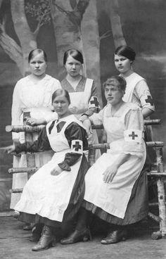 Nursing Uniforms of the Past and Present – Nurse Uniforms History Women In History, World History, American Civil War, American History, History Of Nursing, Vintage Nurse, Civil War Photos, We Are The World, Le Far West