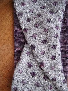 Ravelry: Project Gallery for Papyrus pattern by Lili Comme Tout such a gorgeous stitch pattern! I really really love it.