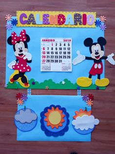 Class Decoration, School Decorations, Diy For Kids, Crafts For Kids, Carnival Crafts, Classroom Board, Library Displays, Mickey Minnie Mouse, Hands On Activities