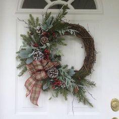 Adorable Christmas Wreath Ideas For Your Front Door 45