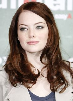 Imagen de http://pmchollywoodlife.files.wordpress.com/2010/11/102810_emma_stone_beauty_544.jpg?w=544&h=755.
