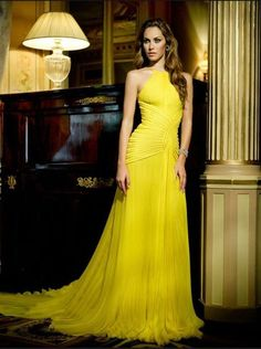 looks best with a tan - Glamorous Evening Dresses-Haute Couture by Mario Sierra Glamorous Evening Dresses, Elegant Dresses, Pretty Dresses, Yellow Evening Gown, Evening Gowns, Beautiful Gowns, Beautiful Outfits, Couture Dresses, Fashion Dresses
