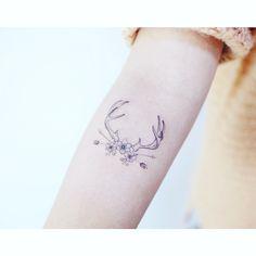 : Antlers . . #tattooistbanul #tattoo #tattooing #antlertattoo #antlers #linetattoo #blacktattoo #타투이스트바늘 #타투 #사슴뿔 #사슴뿔타투 #라인타투