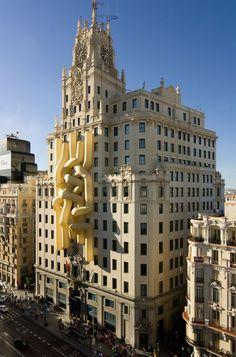 Lang-Baumann, Comfort #6, 2008, 14 x 36 x 5 m, polyester fabric, ventilator. Madrid (Spain)