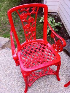 Painting Outdoor Furniture with Rustoleum Paint Lackierte Gartenmöbel mit Rustoleum Sunrise Red Painted Outdoor Furniture, Iron Patio Furniture, Outdoor Furniture Design, Garden Furniture, Diy Furniture, Outdoor Paint, Rustoleum Paint, White Dining Chairs, Black Chairs