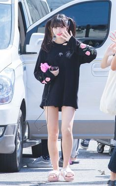 Find images and videos about twice, JYP and chaeyoung on We Heart It - the app to get lost in what you love. Kpop Girl Groups, Korean Girl Groups, Kpop Girls, Nayeon, Kpop Fashion, Korean Fashion, Airport Fashion, Sana Momo, Hirai Momo