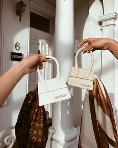 Find tips and tricks, amazing ideas for Gucci purses. Discover and try out new things about Gucci purses site Gucci Purses, Purses And Handbags, Pink Purses, Dior Handbags, Cheap Handbags, Burberry Handbags, Luxury Bags, Luxury Handbags, Thanksgiving Outfit