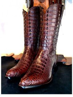 Handmade and Signed by John Allen Woodward Rare American Hornback Alligator Tops and Bottoms Available in 20 colors with a variety of toe and heel styles Custom made to measure or standard boot sizes Mens Shoes Boots, Mens Boots Fashion, Leather Boots, Shoe Boots, Men's Boots, Custom Cowboy Boots, Western Boots, Dress With Boots, Dress Shoes