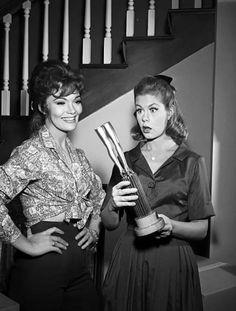 Kipp Hamilton guest stars as Pleasure O'Reilly! Beautiful Witch, I Dream Of Jeannie, Elizabeth Montgomery, O Reilly, Old Shows, Find Picture, Cinema, My Dream, My Idol