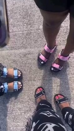 Shoes Gif, Sneaker Heels, Sneakers, Boy And Girl Best Friends, Black Couples Goals, Pretty Black Girls, Black Girl Aesthetic, Bff Pictures, Cute Sandals
