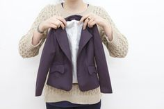 Sewing Techniques Couture How to bag a jacket lining - Here it is, my tutorial on how to line a jacket using the 'bagged' method. This jacket lining method gives the most professional results, requires the least amount of hand sewing and is… Sewing Lessons, Sewing Blogs, Sewing Hacks, Sewing Tutorials, Sewing Tips, Sewing Ideas, Techniques Couture, Sewing Techniques, Sewing Clothes