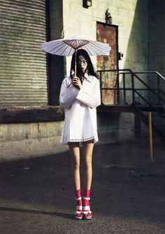 ELLE Vietnam May 2013 - The traditional geisha getup gets a modern urban makeover in the ELLE Vietnam May 2013 editorial. Although many of the Japanese elements are presen...