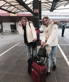 Lisa and Lena ♡ Best Friend Goals, Best Friends, Bff Goals, Eurotrip, Winter Outfits, Cool Outfits, Twin Outfits, Lisa Or Lena, Sisters Goals