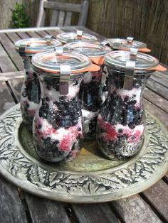 MojeTworyPrzetwory: Jagody na zimę - zasypane cukrem Polish Recipes, Canning Recipes, Chutney, Preserves, Pickles, Berries, Recipies, Brunch, Food And Drink