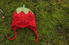 Hos Anna-ananas: Jordbærhue til baby Crochet Baby, Crochet Bikini, Knit Crochet, Baby Barn, Disney Cars, Baby Knitting Patterns, Free Pattern, Winter Hats, How To Make