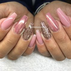 Builder rouge, mixed champagne/rose glitter & chrome #naglar #nagelkär #nagelteknolog #naglarstockholm #nagelförlängning #uvgele #gele #gelenaglar #gelnails #nails #nailart #nailswag #lillynails #nailfashion #nailpassion #nailobession #nailextensions #dopenails #blingnails #passion #love #kimmienails #hudabeauty #notd