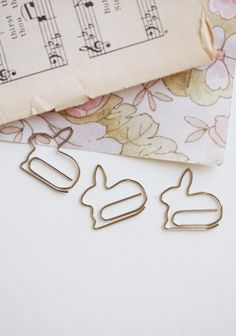 Dress up your paperwork with these oh so cute mini bunny paper clips.