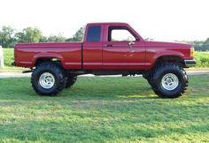 1989 Ford Ranger with 302 V8, 6-inch lift, 3-inch body lift, and 38-inch tires. See more at http://www.therangerstation.com/Magazine/Fall2008/rangerslim.htm