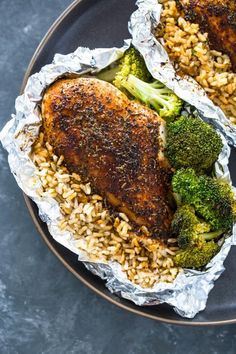 15 Healthy Chicken Foil Packets for Dinner - Easy Recipes for Baking and Grilling Chicken and Vegetables in Foil Foil Packet Dinners, Foil Pack Meals, Foil Dinners, Chicken Rice, Healthy Chicken, Broccoli Chicken, Broccoli Rice, Chicken Salad, Easy Family Dinners