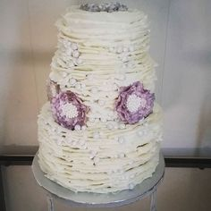 Oct 4th, Rustic Wedding  #daintycakesokc #okwedding #oklove #ruffles #edibleflower