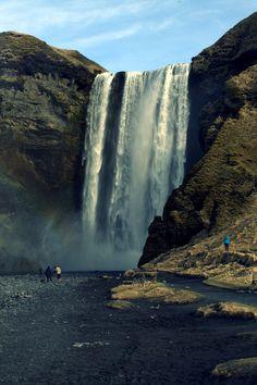 De Skogafoss waterval in IJsland. Voor de fotografie tag maakte ik een selectie van mijn mooiste en meest bijzondere foto's. Kijk je mee? ➡️ http://reisheid.nl/fotografie-tag