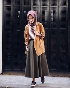 Trendy hijab style for 2018 - just trendy girls hijabfashion. Hijab Casual, Hijab Chic, Casual Outfits, Street Hijab Fashion, Muslim Fashion, Modest Fashion, Fashion Outfits, Fashion Ideas, Hijab Stile