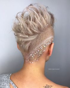 Ice blonde undercut pixie short cut - My list of women's hairstyles Undercut Hairstyles Women, Undercut Pixie, Short Hairstyles For Women, Bride Hairstyles, Hairstyle Ideas, Teenage Hairstyles, Pixie Wedding Hairstyles, Shaved Hairstyles, Pixie Mohawk