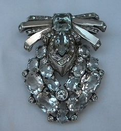 Bright Eisenberg signed Sterling spin clasp brooch Looks great on a coat or blazer. No damaged or missing stones clear crystal