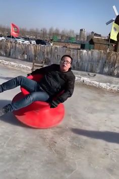 Would you attempt this - So Funny Epic Fails Pictures Funny Video Memes, Funny Relatable Memes, Videos Funny, Funny Jokes, Hilarious, Stupid Funny, Funny Cute, Epic Fail Pictures, Funny Clips
