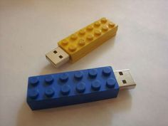 Make your own LEGO USB drive...may have to make this for Stephen for Christmas!