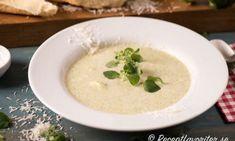 Enkel, snabb och god soppa på broccoli. Glöm påssopporna - gör hemgjord broccolisoppa istället.Servera soppan med gott nybakt bröd med ex. brytbröd, soppbröd, hembakt baguette - gärna med smör och ost eller en smaksatt färskost och skivad gurka. Eller varma mackor.