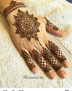 Mehndi henna designs are always searchable by Pakistani women and girls. Women, girls and also kids apply henna on their hands, feet and also on neck to look more gorgeous and traditional. Henna Tattoo Designs, Henna Tattoos, Henna Flower Designs, Mädchen Tattoo, Mandala Tattoo Design, Finger Henna Designs, Hips Tattoo, Mehndi Designs For Girls, Henna Tattoo Hand
