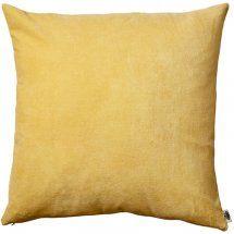Gul kudde i sammet. Throw Pillows, Bed, Toss Pillows, Cushions, Stream Bed, Decorative Pillows, Beds, Decor Pillows, Scatter Cushions
